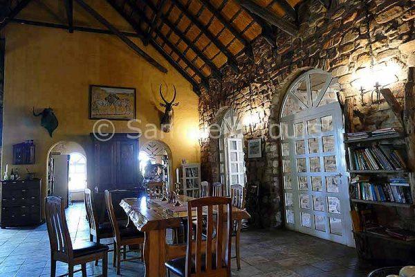 Okambara Elephant Lodge zur besten Afrika Reisezeit