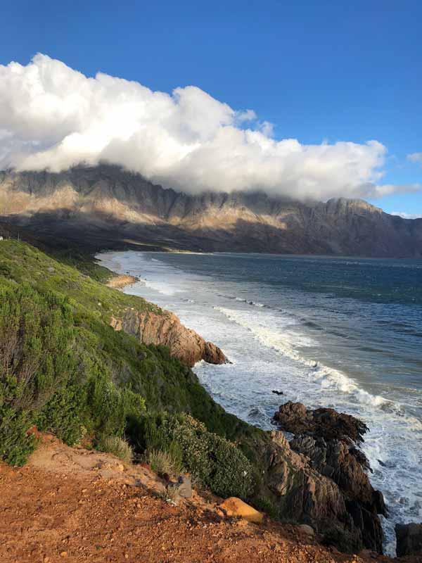 Clifton Bay zur besten Afrika Reisezeit mit Wolken und dramatischem Wetter