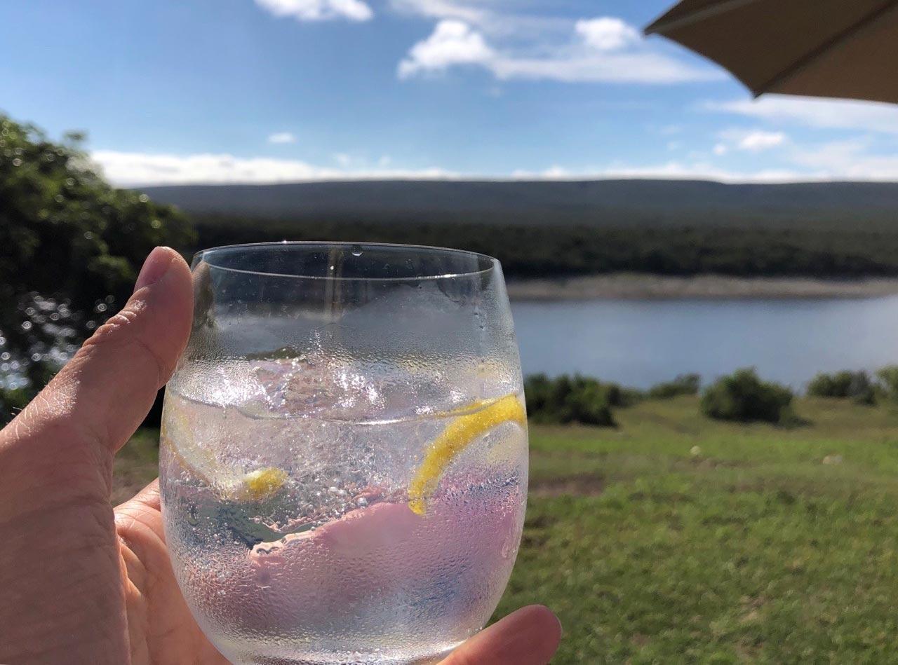 Nach der Safari gibt es einen Gin Tonic im Naturschutzgebiet de Hoop