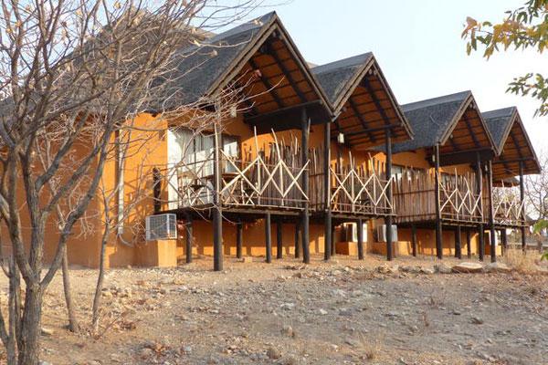 So sehen Luxus Doppelzimmer in einem namibianischen Wildreseravat Camp aus