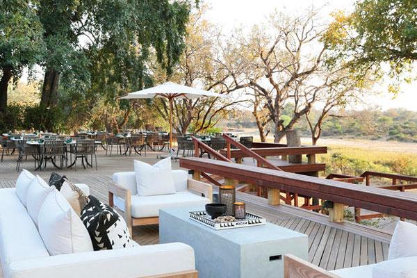Die Terasse des Malamala Camp in Südafrika