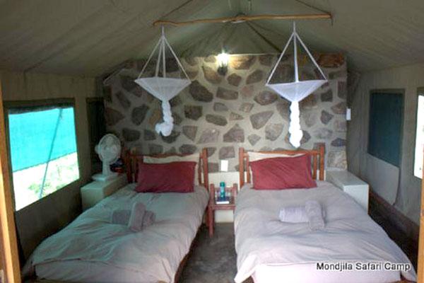Eine ganz einfach Unterkunft in einem wilden Camp in Namibia